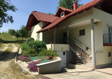 Hiša v Dobrovniku