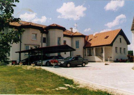 Poslovno stanovanjski objekt v Sebeborcih